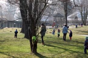 Osternestsuche beim Osterspaziergang im Kinderhaus Riederau 2015